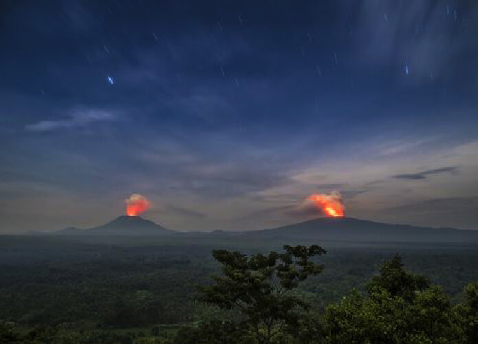Gunung Nyiragongo dan Nyamuragira di afrika