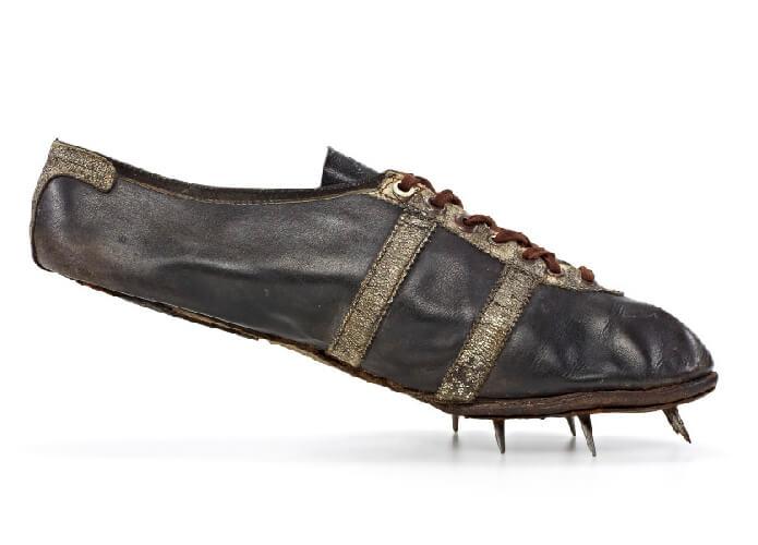 Sepatu lari pertama buatan adi dassler (Adidas)
