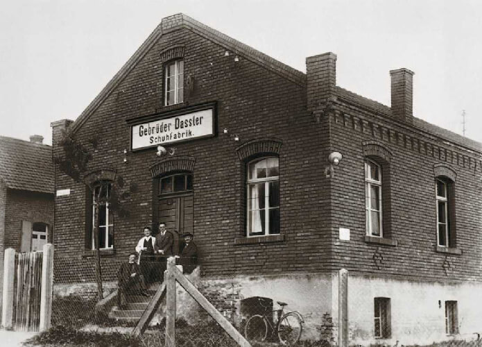 pabrik Gebrüder Dassler awal mula brand adidas dan puma berasal