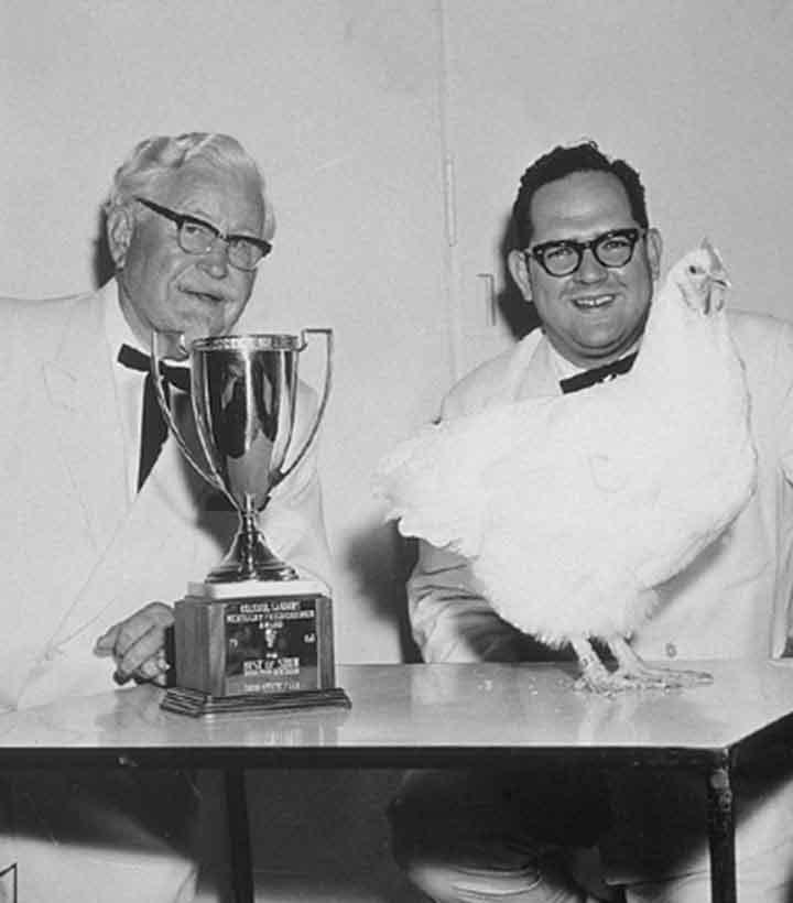 Kolonel Sanders Pendiri KFC berfoto Dengan Dave Thomas.